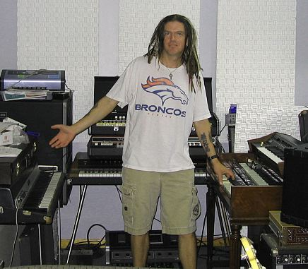 Dizzy Reed checking out Analog Man Keyboards